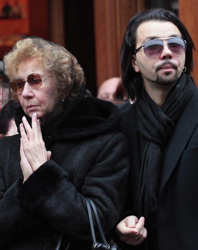 Вдова Ильи Олейникова Ирина и сын Денис Клявер.
