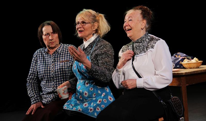 Студия «Ретро» представила на фестивале спектакль «Пусть всегда будем мы!» - о доброте и душевной щедрости.