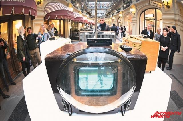 Если на первый советский чёрно-белый телевизор КВН-49 установить цифровую приставку, то он тоже будет показывать качественную цифровую картинку, но только чёрно-белую.