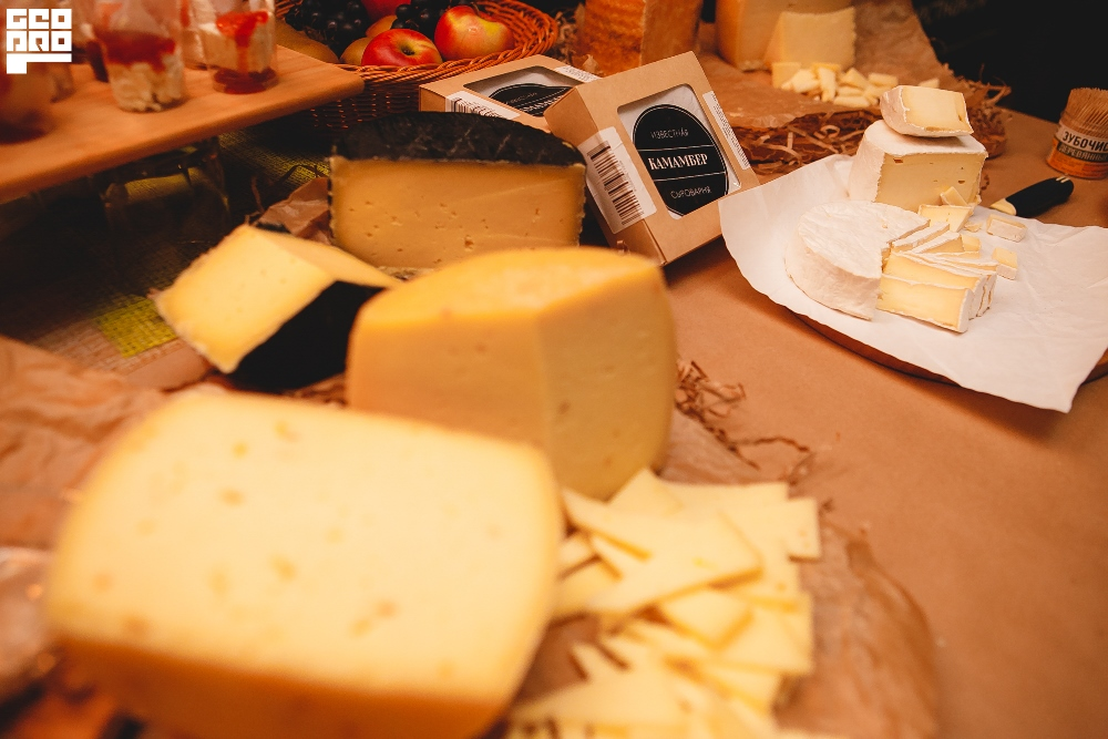 сыровары представили свою лучшую продукцию.