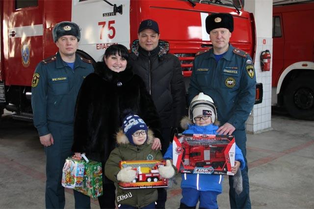 Во время экскурсии в пожарной части Елабуги. Фото из архива семьи Гараевых