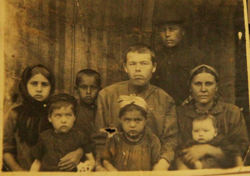 Маленькая Алсу с семьёй.