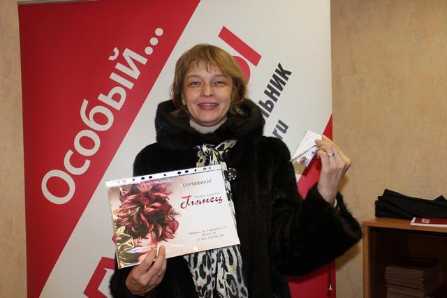 Ольга Лагода получила закладку для книг от мастера Инны Гравшиной.