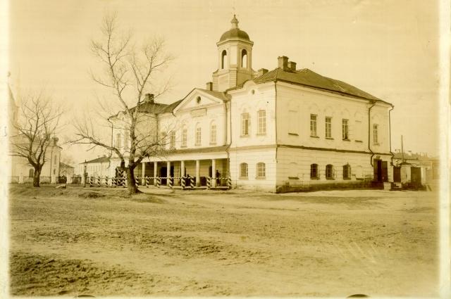 Так здание гаупвахты выглядит на старинных фотографиях.
