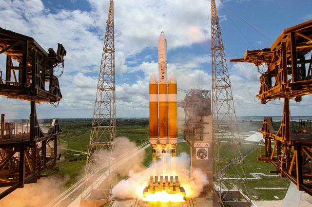 Ракета-носитель Delta 4 Heavy.
