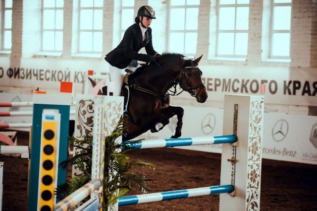 Екатерина профессионально занимается конным спортом