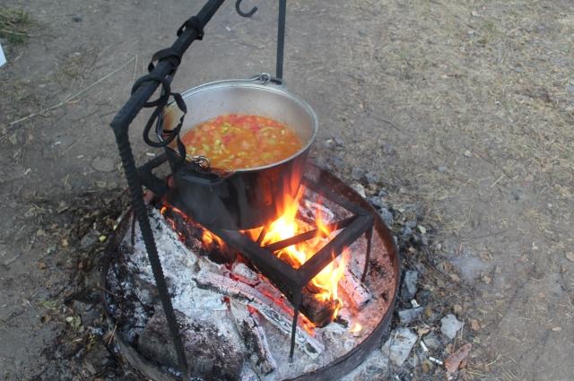 Еда, приготовленная на костре, во сто крат вкуснее привычной.