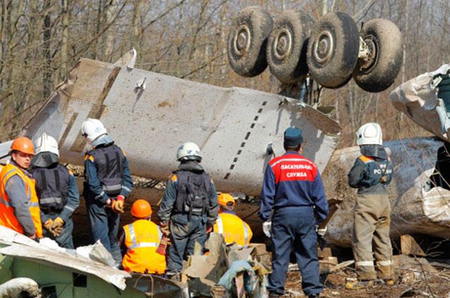 Обломки самолета Леха Качиньского. 2010 год