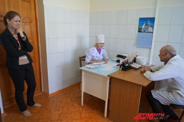 Перед приёмом врач и медсестра проводят беседу с пациентом