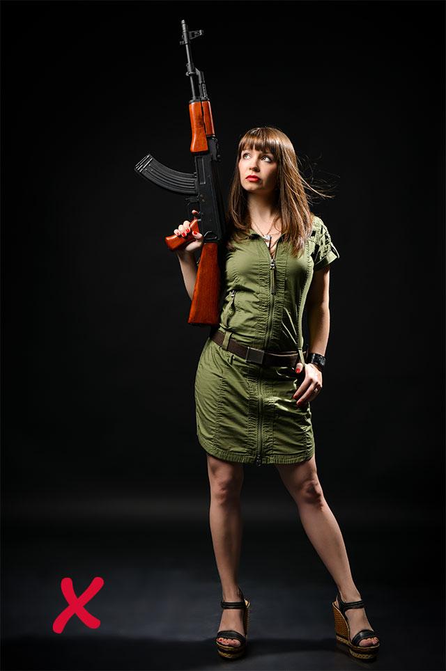 Любая одежда, напоминающая форму солдата, отталкивает противоположный пол.