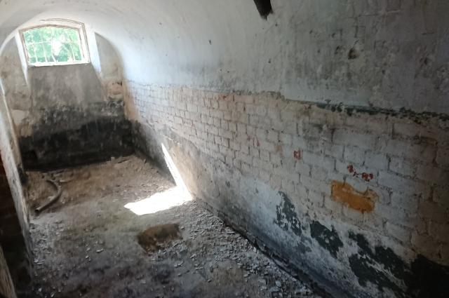 Старинные дома манят не только тайнами, но и возможными кладами.