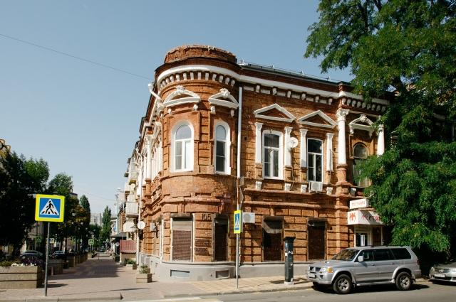 Здание на пересечении Газетного и Социалистической.