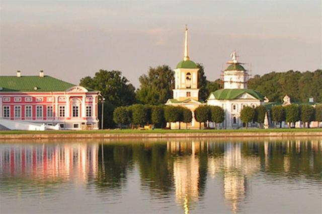«Кусково». Вид на Дворец и церковь с колокольней.