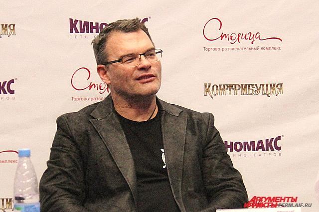 Евгений Дятлов считает, что его персонаж лучше раскрыт в многосерийном фильме.