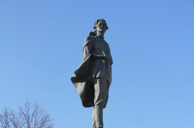 Памятник Горькому в Нижнем Новгороде.