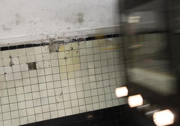 Следы от взрыва на станции Лубянка