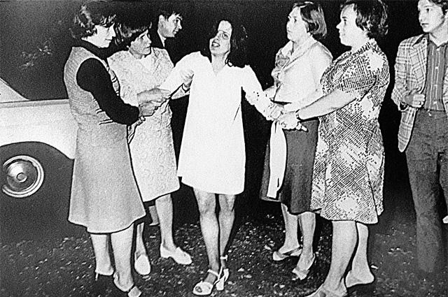 Задержание супруги сотрудника ЦРУ Крокетта (1975 г.)