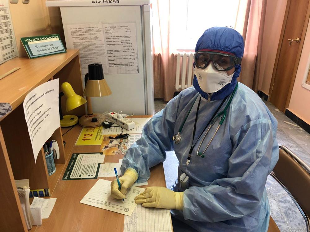 Коллеги и рядовые уральцы поддерживают медиков инфекционного отделения ГКБ №40.