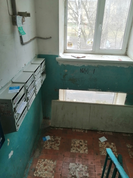 Фото в редакцию прислали жильцы дома 34, корпус 2, подъезд 2 на ул. Фадеева в Твери. В их подъезде за последний месяц даже не подметали.
