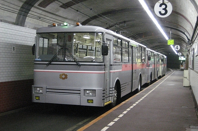 Подземный троллейбус в Японии