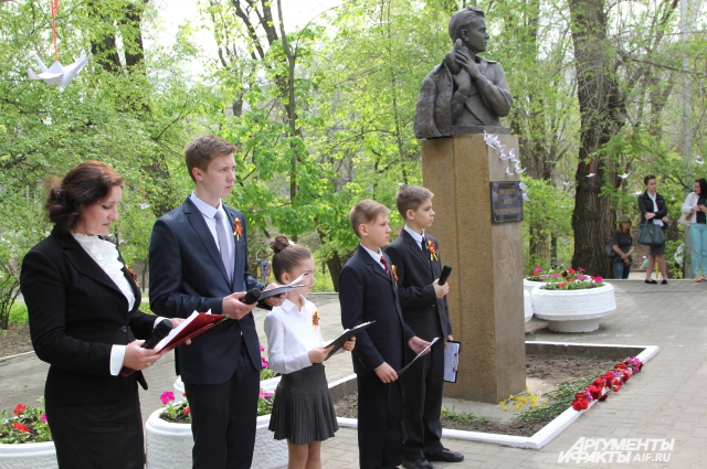 Ростовские школьники на акции в память о детях войны читают сочинения своих сверстников 1942 года