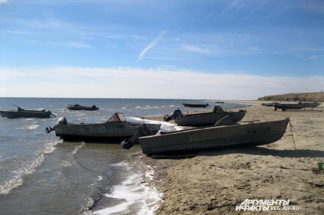 Местные жители в основном живут за счет рыбалки.