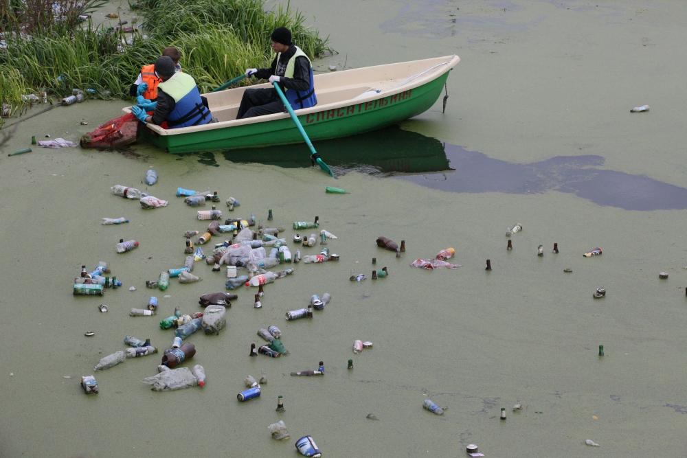 Миасс, одна из трёх главных рек Челябинской области, уже много лет запредельно загрязнена.