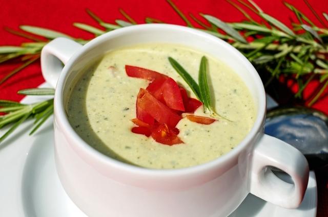 Для приготовления крем-супа можно использовать консервированную фасоль.