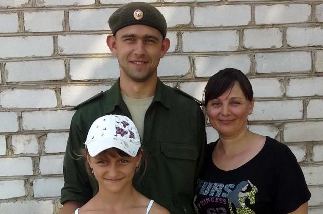 Ложась спать, младшая сестра пропавшего военнослужащего Юля каждый раз желает брату спокойной ночи.