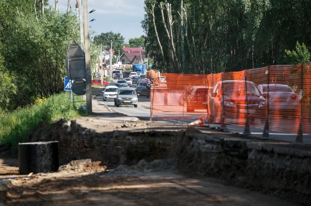 Ради дороги пришлось переложить этанопровод и газопровод.