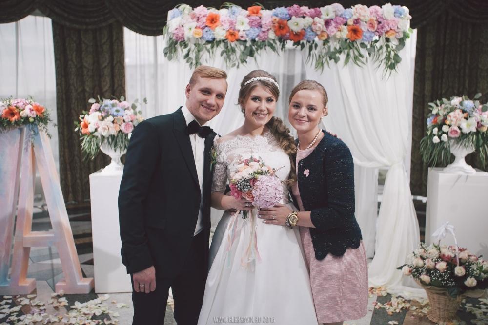 Александра Ясько говорит, что сейчас традиции при органзиации свадьбы переживают второе рождение.