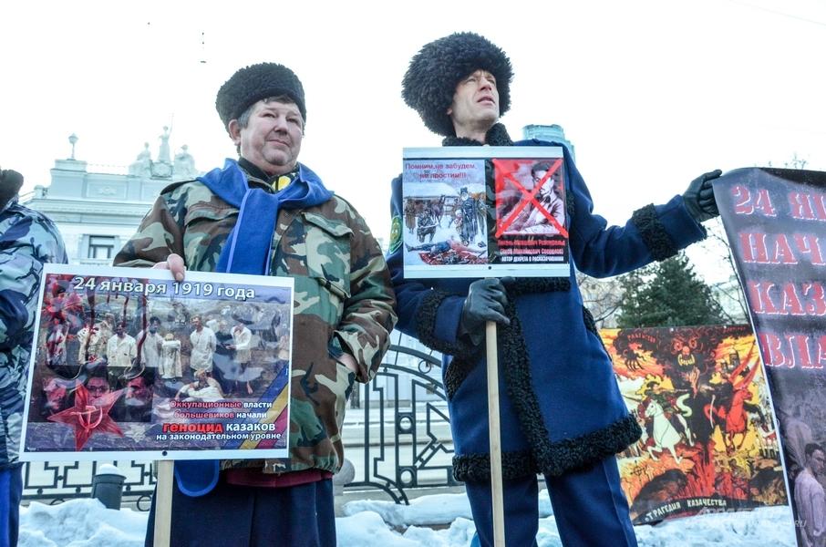 Пикет казаков за перенос памятника Якову Свердлову из центра Екатеринбурга
