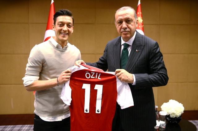 Месут Озил и Эрдоган.