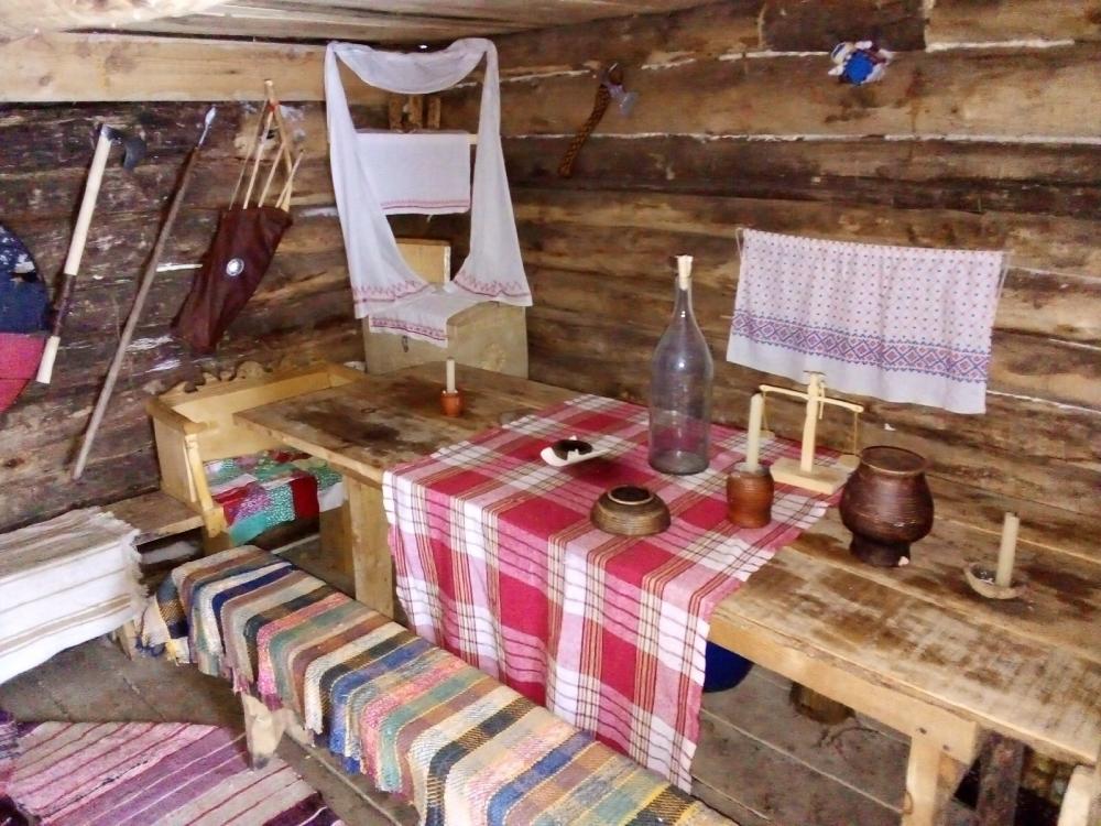 Мебель для дома Максим тоже сделал сам.