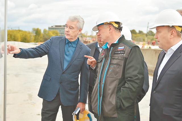 Всё дорожное строительство в столице строго контролируется профильными департаментами, надзорными органами и лично мэром.