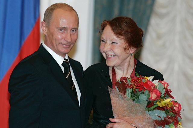 Президент России Владимир Путин вручил в Кремле Нине Ургант орден «За заслуги перед Отечеством» третьей степени.