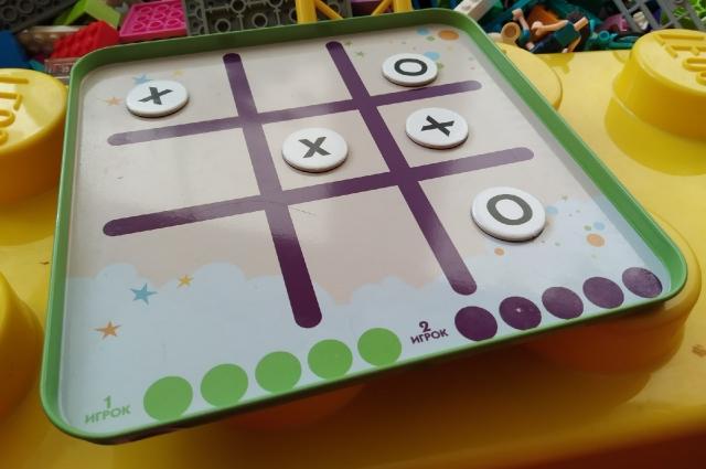 Крестики-нолики - азартная игра, способная научить ребёнка просчитывать свои действия наперёд.