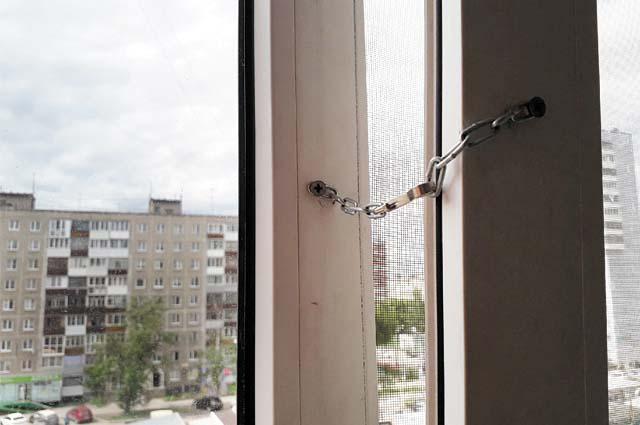 Чтобы уберечь ребёнка от падения, достаточно потратить на защитную конструкцию всего 26 рублей.