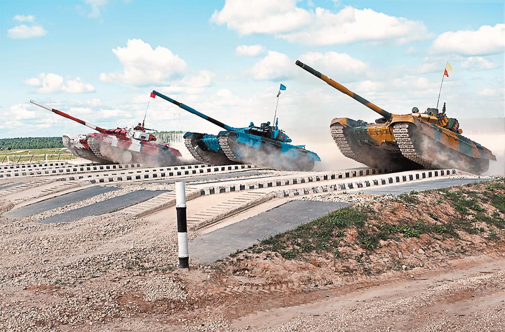 На соревнованиях в подмосковном Алабине в 2019 г. наши танкисты установили мировой рекорд скорости на танке Т-72Б3 – 84 км/ч.