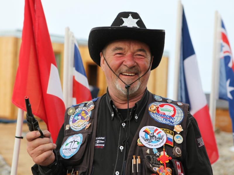 Полярник называет сам себя шерифом Южной Барановки
