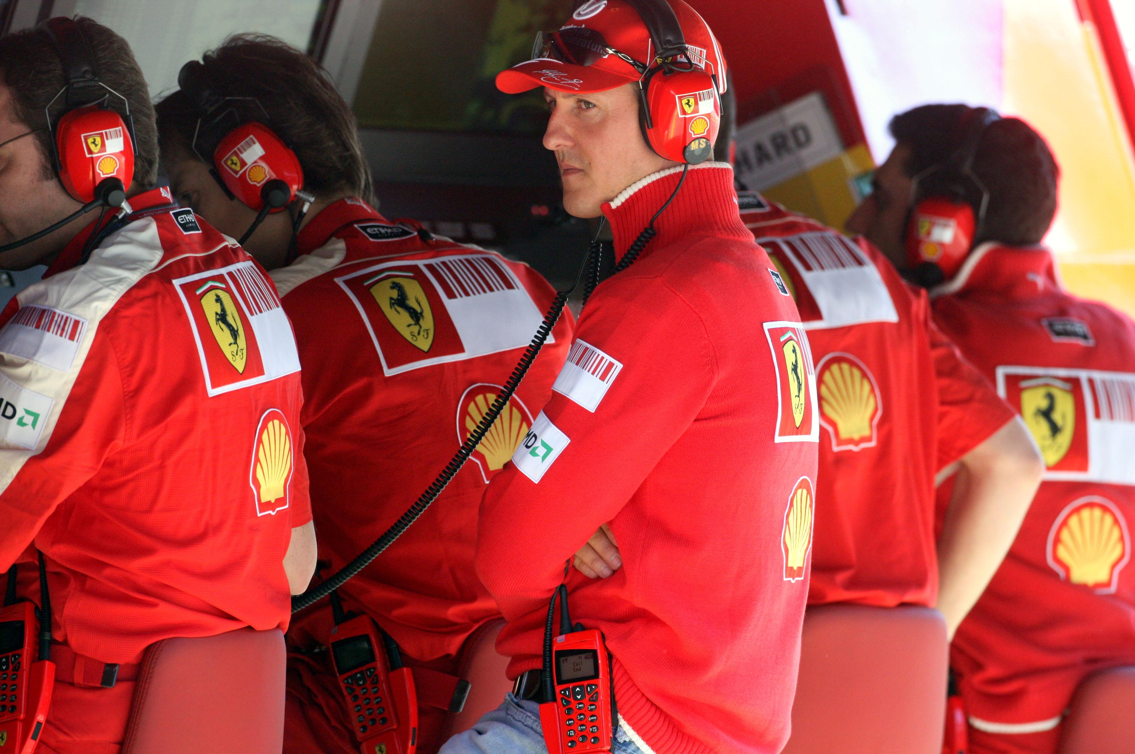 Михаэль Шумахер на командном мостике Ferrari, 2009 год