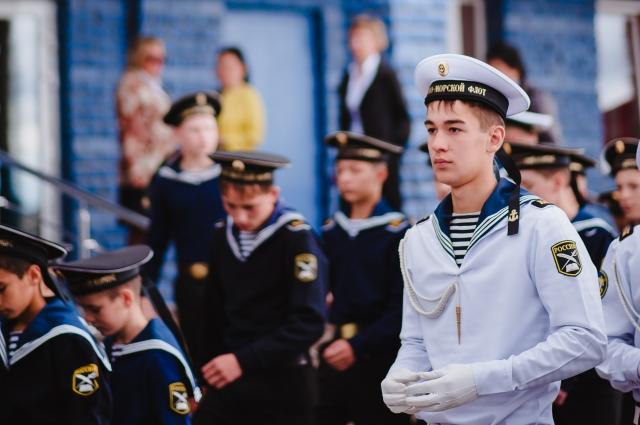 С появлением нового спального корпуса для кадетов набор курсантов увеличился с 233 до 300 человек.
