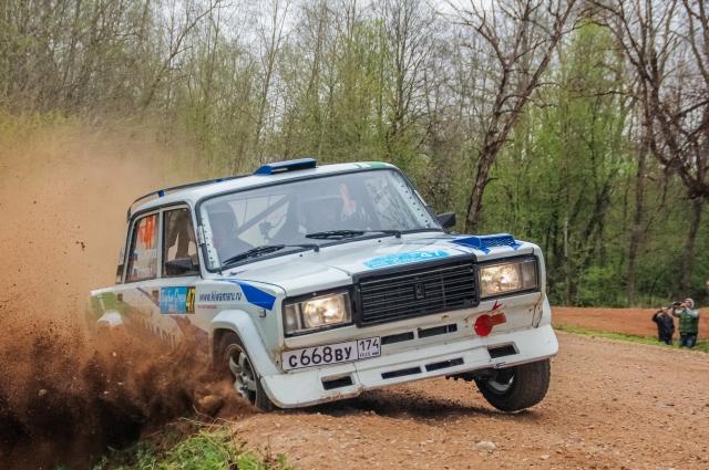Эффектное прохождение поворота экипажем Мухаматнурова Руслана и Степанова Николая на «классике».
