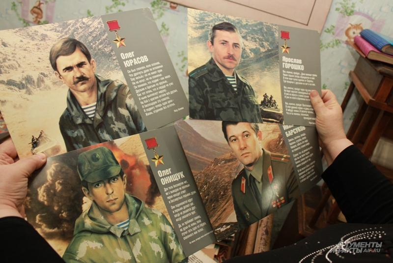 В памятных альбомах погибших героев рисовали, у выживших были фотографии