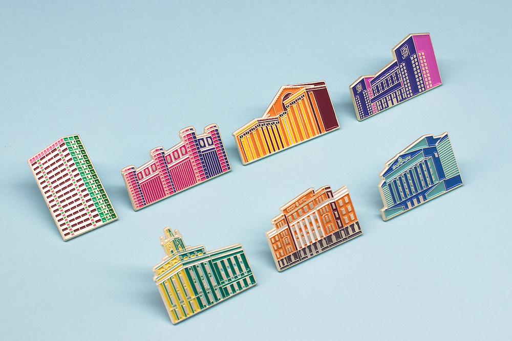 Так выглядит вторая часть коллекции. Художник изобразил здания в необычных цветах.