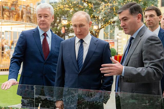 Однимиз первых гостей «Острова мечты» стал президент Путин, а экскурсию для главы государства провёл мэр Собянин.