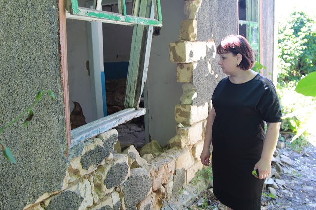 В этом доме от снарядов ВСУ Украины погибли двое человек, еще два тяжело ранены.