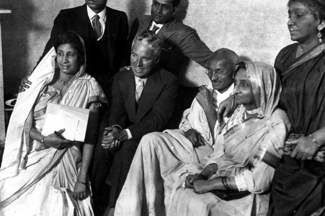 Чарли Чаплин в гостях у Махатмы Ганди