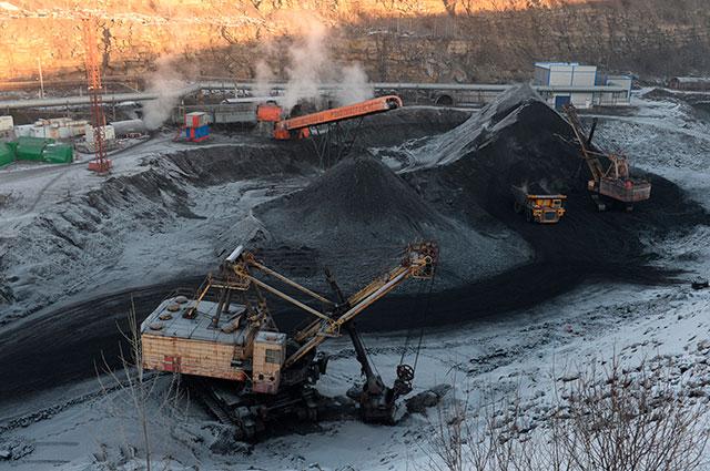 В декабре прошлого года к иностранным потребителям «уехало» 11,1 млн тонн кузбасского угля. Эксперты не сомневаются, что эта цифра будет расти. Всего же на экспорт в прошлом году отгрузили 124,5 млн тонн угля из Кузбасса - на 8,6 млн тонн больше, чем в 2015-м.