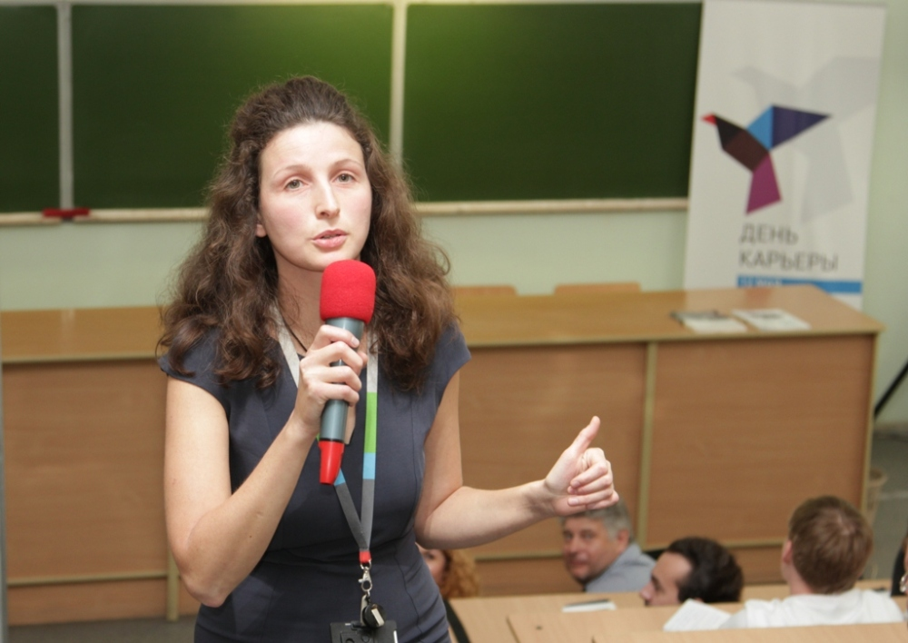 Представитель Outotec Валентина Лиски увлекла студентов не только интересной лекцией о процессе флотации, но и яркой, образной подачей материала.
